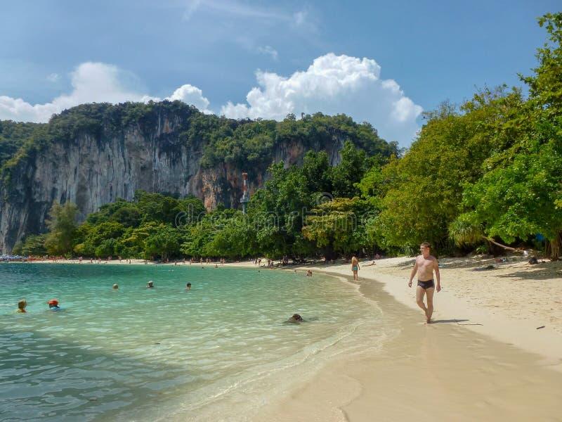 Härligt landskap av ön i Thailand arkivbilder