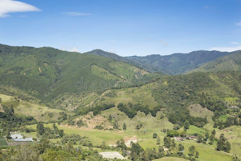 Härligt landskap av det colombianska berget fotografering för bildbyråer