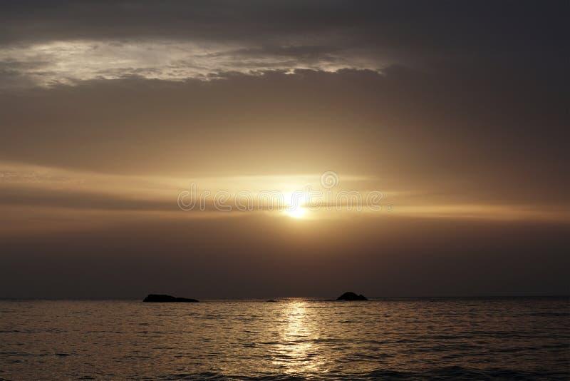 Härligt landskap av Ibiza och dess paradisläge under soluppgång royaltyfri bild