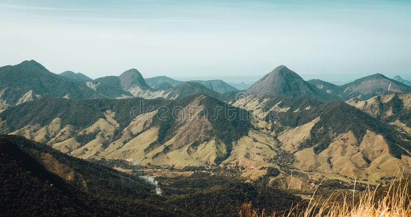 Härligt landskap av Rio de Janeiro berglandskap fotografering för bildbyråer