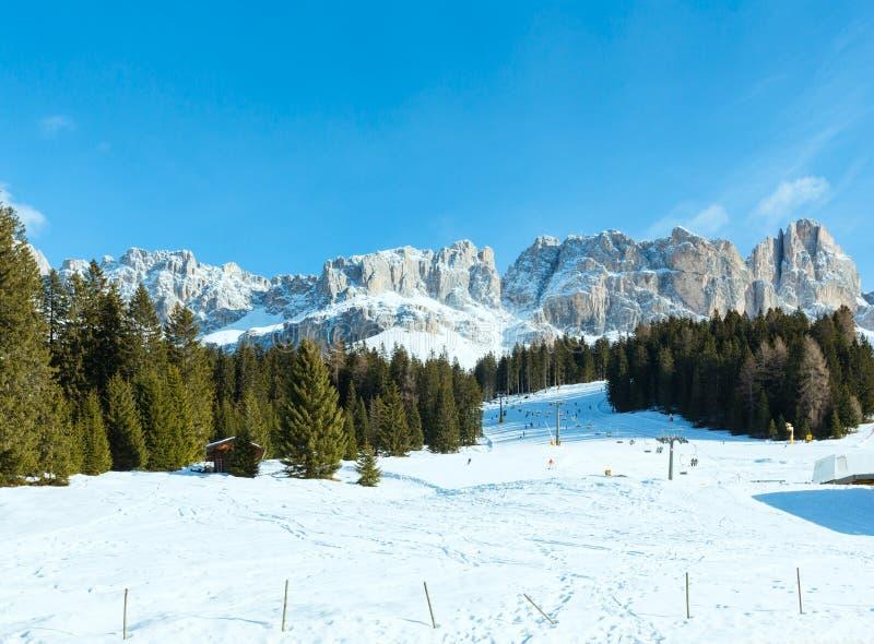 Härligt landskap för stenigt berg för vinter (den stora Dolomitesvägen) fotografering för bildbyråer