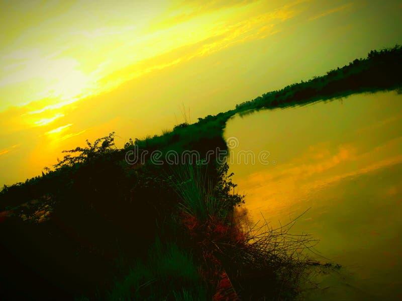 Härligt landskap från kanten av kanalen arkivfoton
