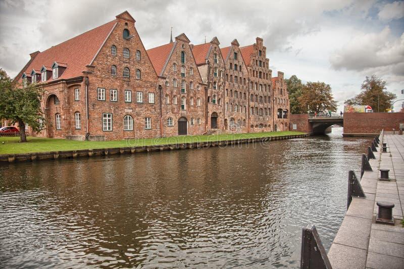 Härligt landskap och vattenvägar i Lubeck, Tyskland royaltyfri foto