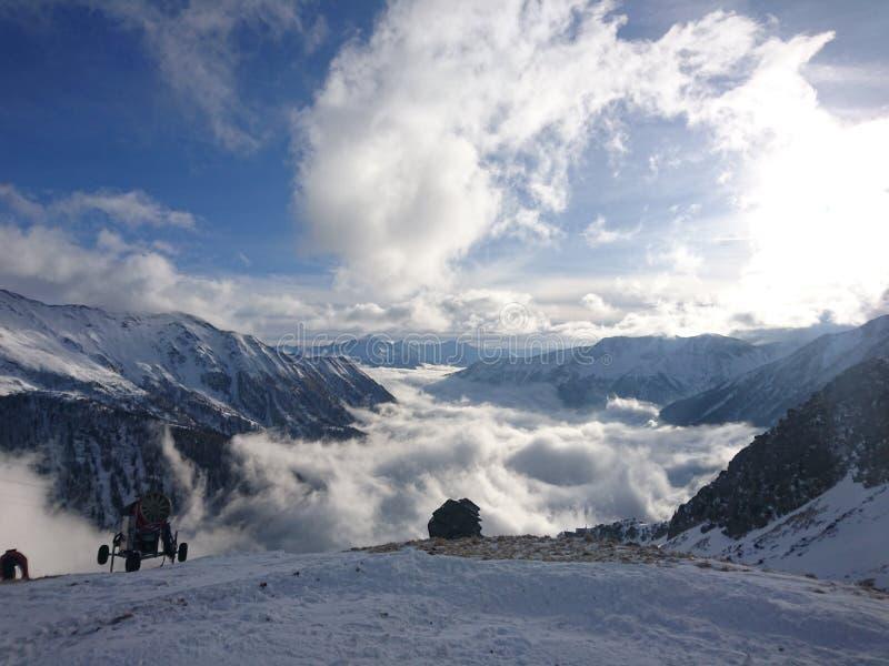 Härligt landskap på berg fotografering för bildbyråer