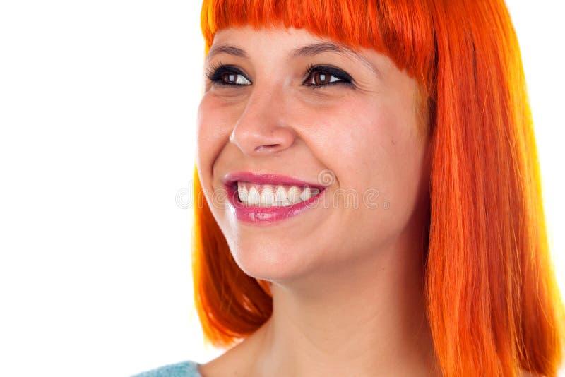 Härligt leende av en rödhårig mankvinna royaltyfri bild