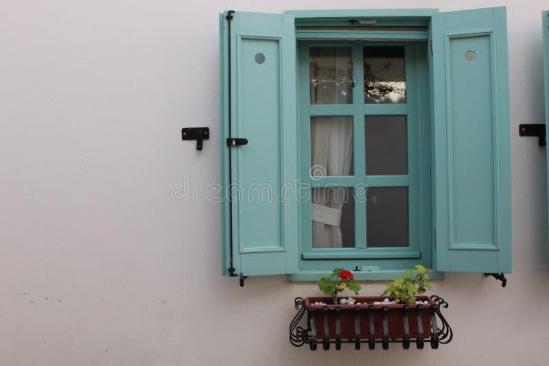Härligt mintkaramellfönster från Sığacık, Ä°zmir, Turkiet arkivbilder