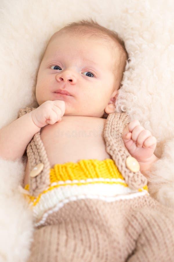 Härligt nyfött behandla som ett barn royaltyfria bilder