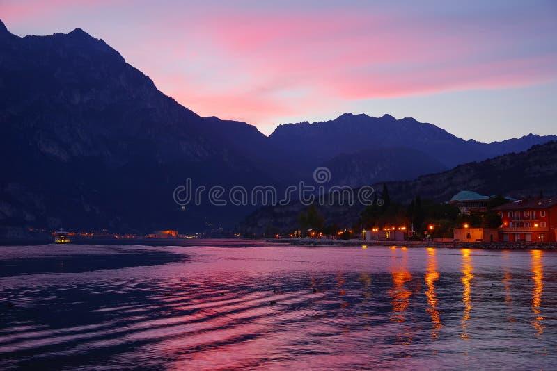 Härligt panorama- landskap av Torbole sul Garda, nordliga Italien arkivbilder