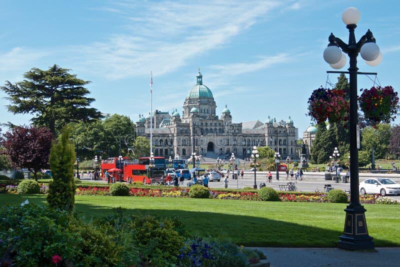 Härligt parkera i för den British Columbia för den Victoria staden nästan byggnad parlamentet arkivbild