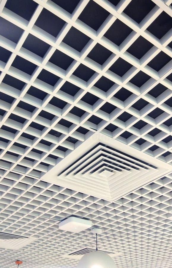 Härligt planlagt inre tak med trä arkivfoton