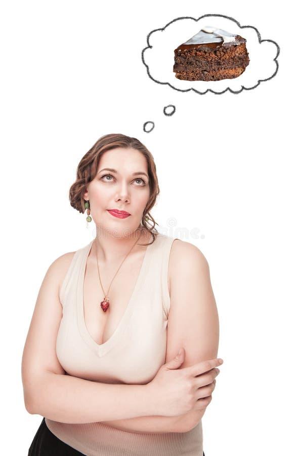 Härligt plus formatkvinnan som tänker om sjuklig mat royaltyfri bild