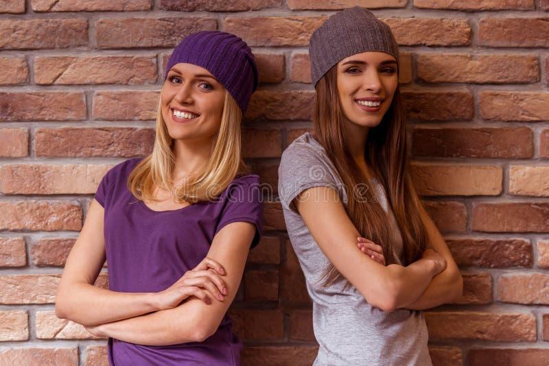 Härligt posera för flickor arkivfoton