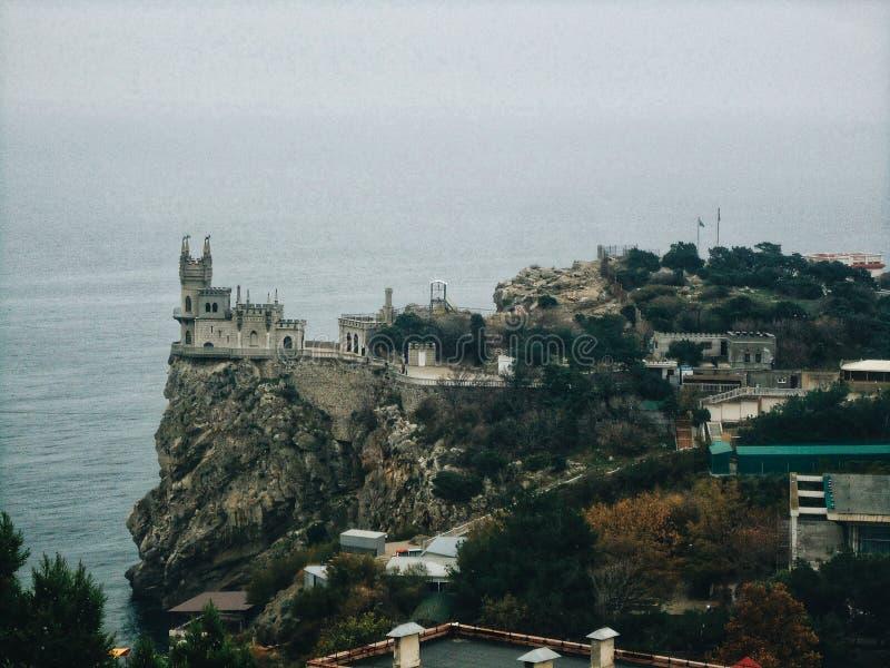 Härligt rede för slottsvala` s i Yalta royaltyfria foton