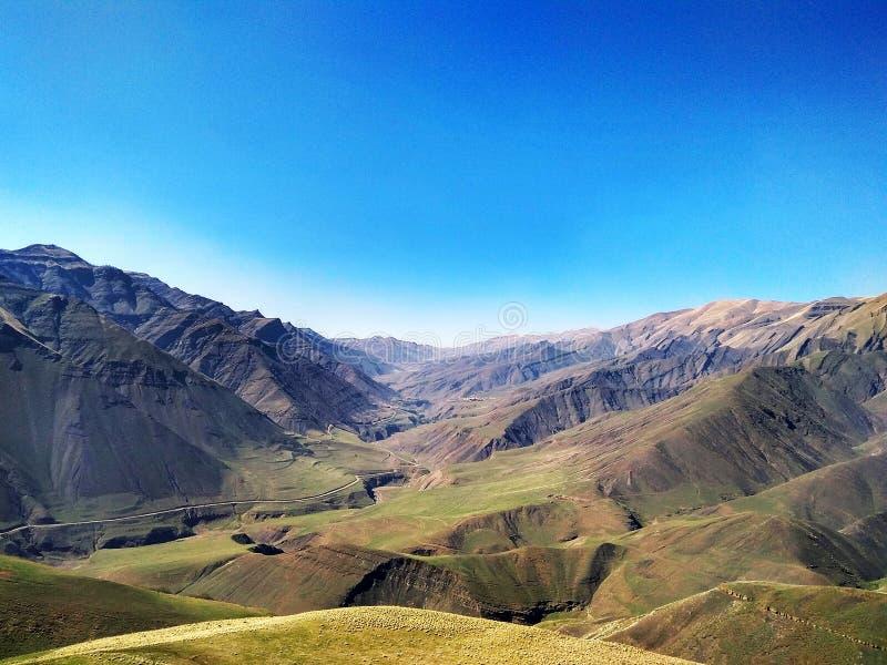 Härligt ryskt berglandskap arkivfoton