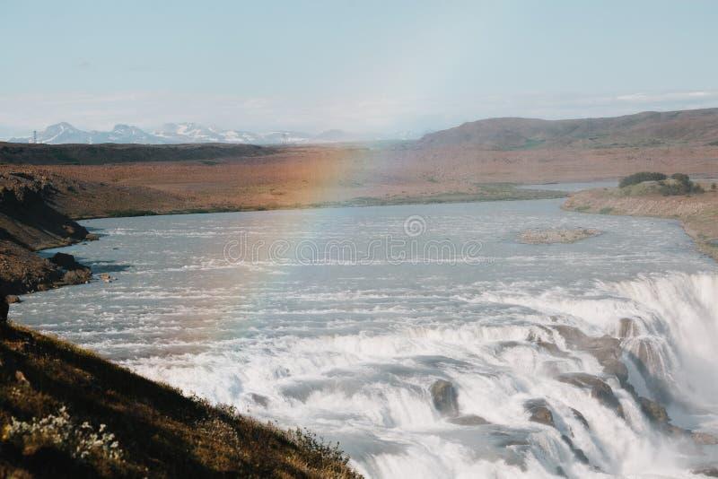 härligt sceniskt icelandic landskap med floden, Gullfoss vattenfall royaltyfri bild