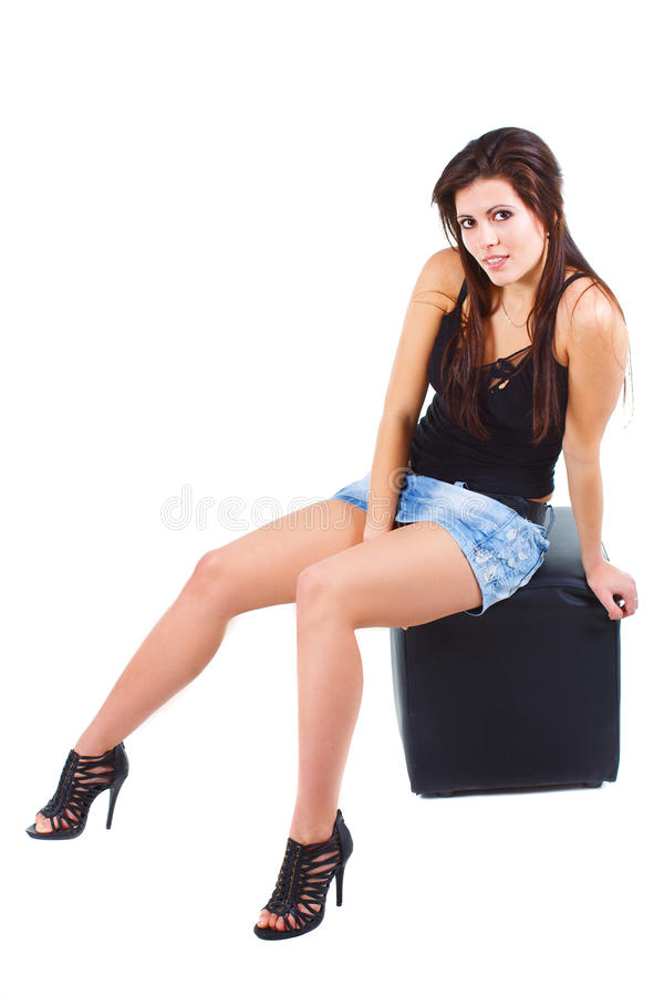 härligt sittande stolkvinnabarn royaltyfri foto