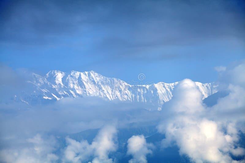 Härligt snö-täckt Machhapuchhre och Annapurna område royaltyfria foton