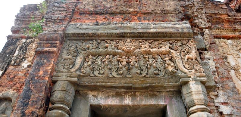 Härligt snida för sten av förstörda Preah Ko Wat i Roulos, Siem arkivbilder
