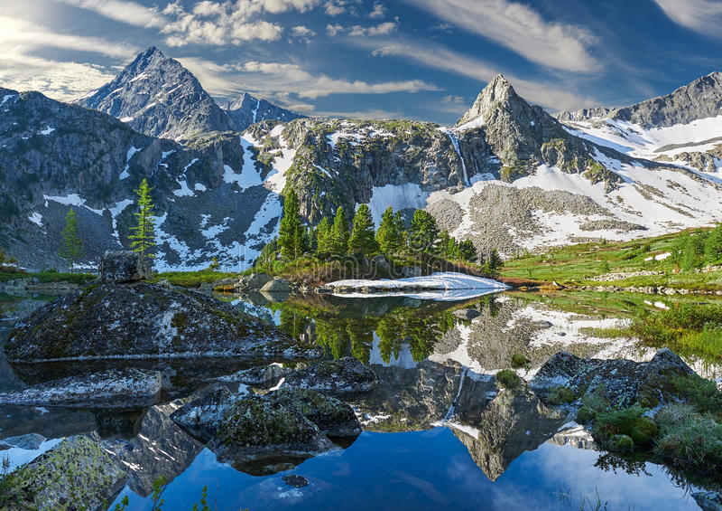 Härligt sommarlandskap, Altai berg Ryssland arkivbilder