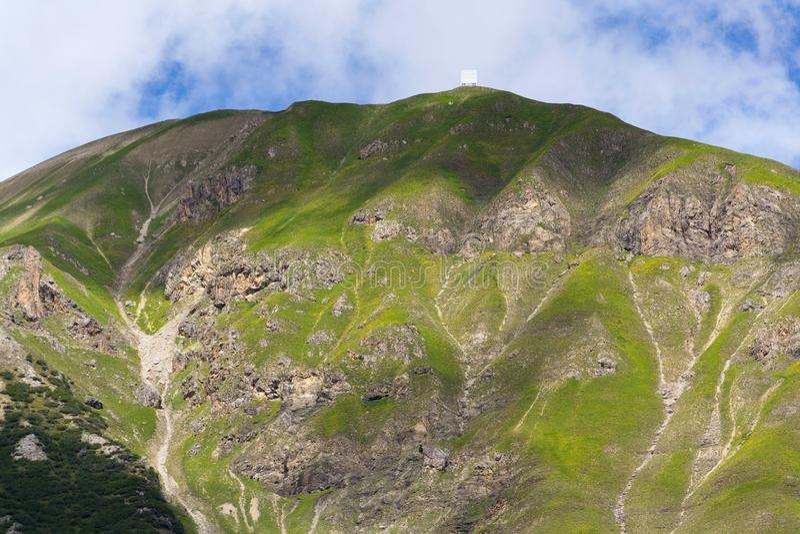 Härligt sommarlandskap med Monte Motto nära sjön Livigno, Italien royaltyfri fotografi