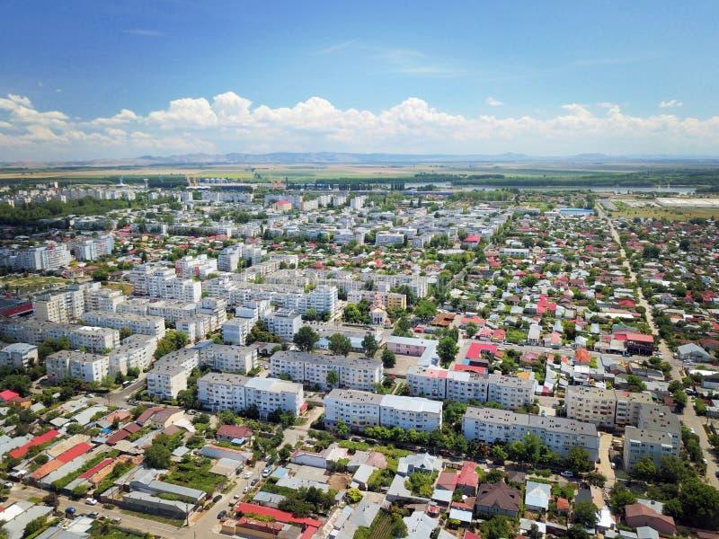 Härligt sommarTid flyg- skott av den Braila staden Rumänien - Ansamblul Buzaului royaltyfria foton