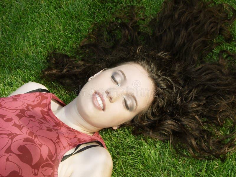 härligt sova för flicka arkivbild