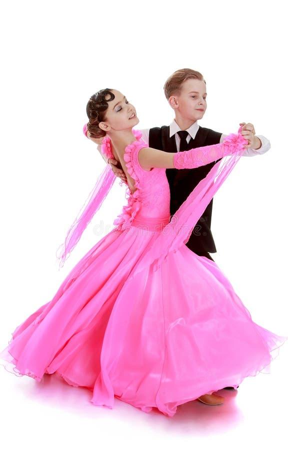 Härligt sportsligt ett par av dansare i rörelse royaltyfri bild