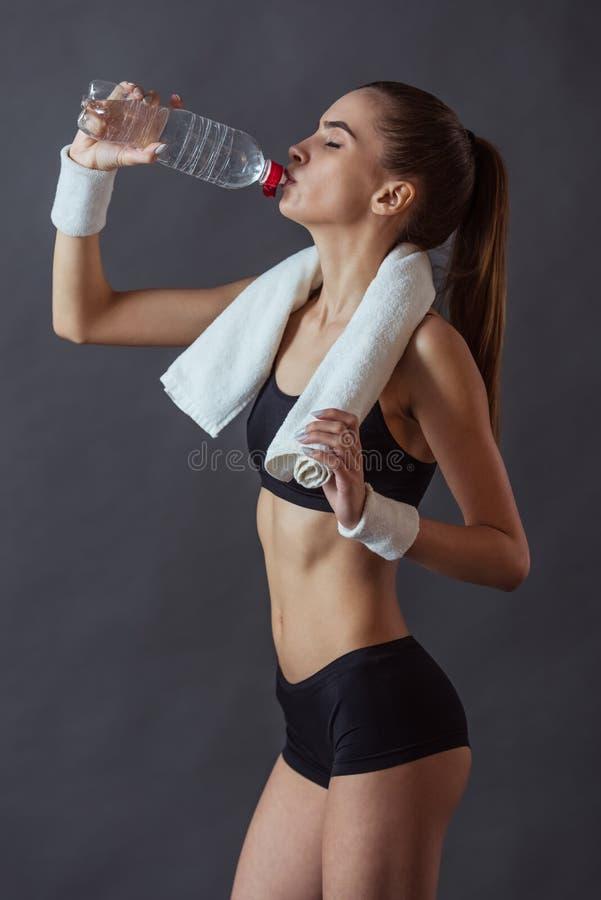 härligt sportswomanbarn arkivfoto