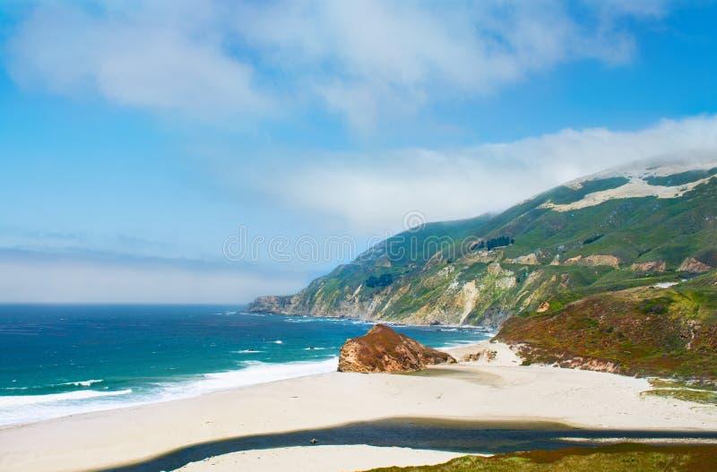Härligt stort Sur kust- landskap royaltyfri foto