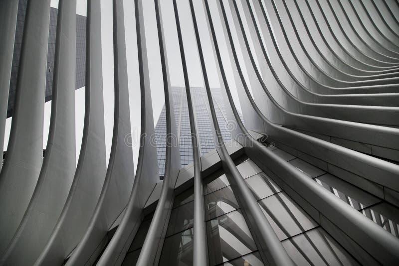 Härligt svartvitt resultat av New York City gångtunnels station a för WTC Cortlandt K A Oculus royaltyfri fotografi