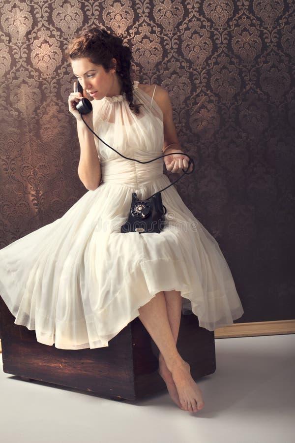 härligt telefonkvinnabarn fotografering för bildbyråer