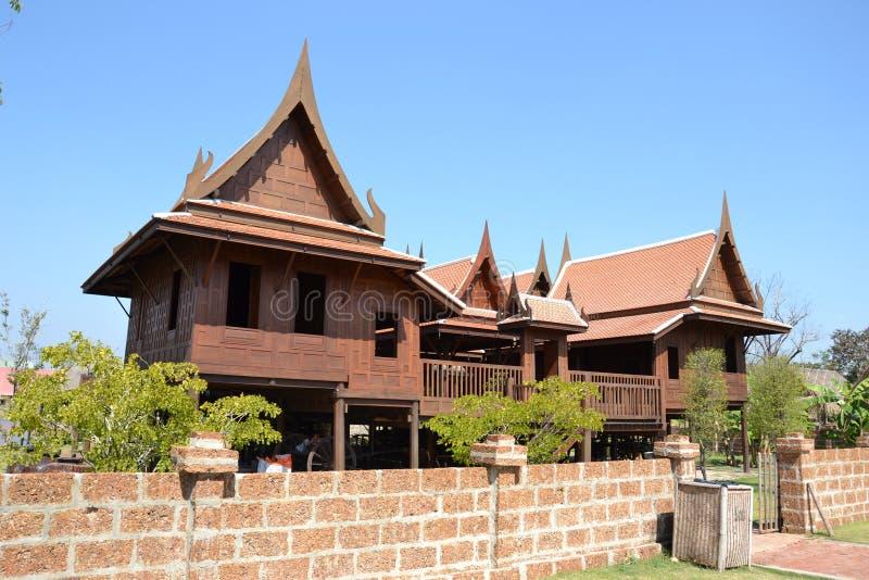 Härligt thailändskt hus. royaltyfria bilder