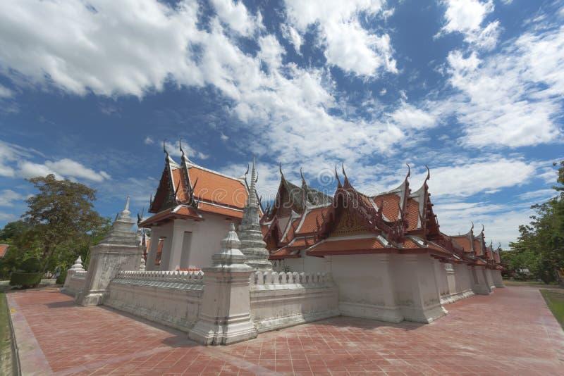 Härligt thailändskt stilkapell på Wat Yai-Suwannaram Detta ställe är en viktig gammal tempel i det Phetcharburi landskapet i Thai royaltyfria bilder