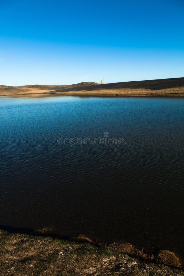 Härligt vårhavslandskap i den Island fjorden royaltyfri fotografi
