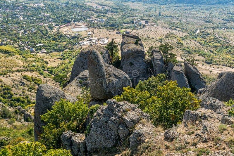 Härligt vaggar i dalen av spökar, det Demerdzhi berget arkivbild