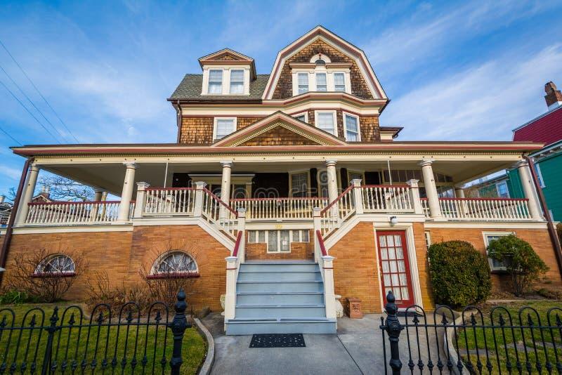 Härligt victorian hus i Cape May som är nytt - ärmlös tröja royaltyfri bild