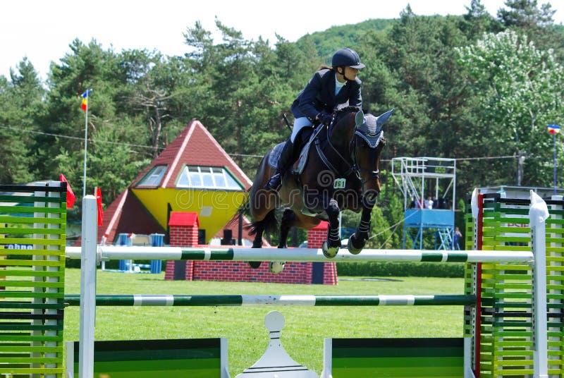 hästbanhoppningkvinna royaltyfria bilder