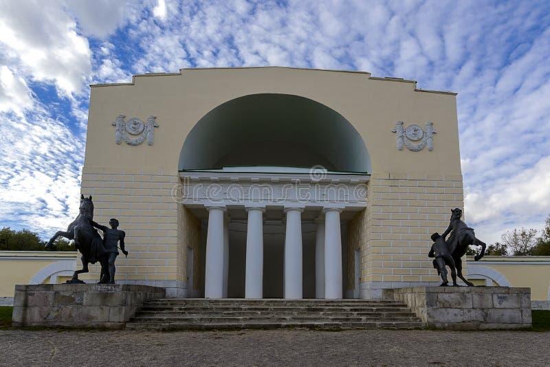 Hästgården i parkerar Kuzminki, Moskva arkivbild