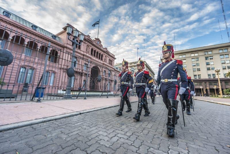Download Hästgrenadjärer I Buenos Aires, Argentina. Redaktionell Foto - Bild av landmark, gammalt: 37347475