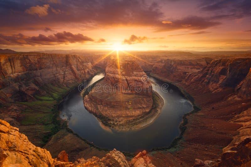 Hästskoböjning på solnedgången royaltyfri bild
