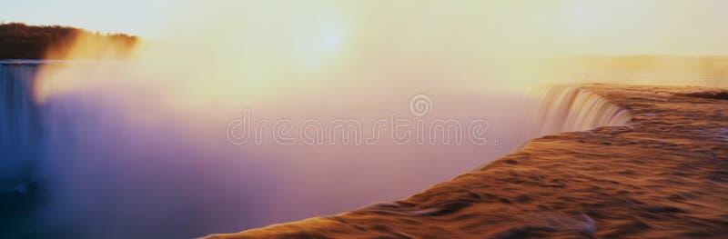 Hästskon faller på soluppgången royaltyfri fotografi