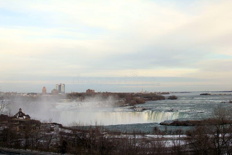 Hästskonedgång i Niagara Falls royaltyfria bilder