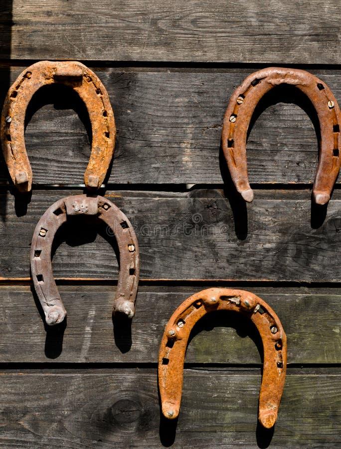 Hästskor - symboler av god lycka arkivfoto