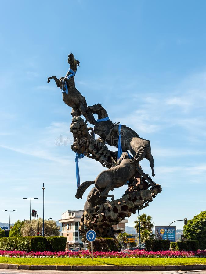 Hästskulptur i den Spanien fyrkanten Plaza de Espana av den Vigo staden, arkivfoton