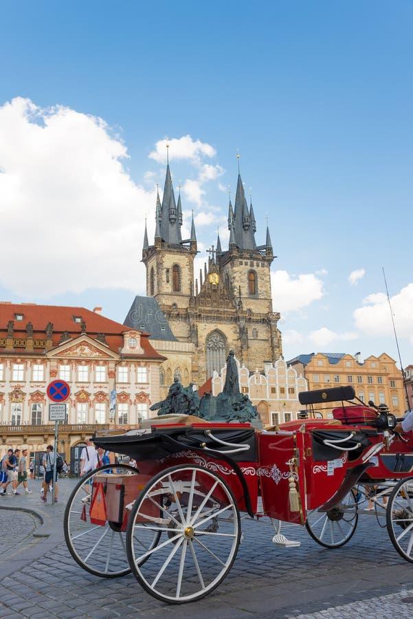 Hästvagn i Prague - Tjeckien royaltyfri fotografi
