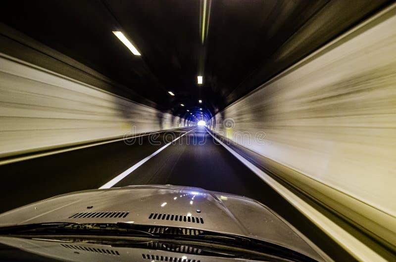 Hätta av bilen i tunnel i hastighet royaltyfri foto
