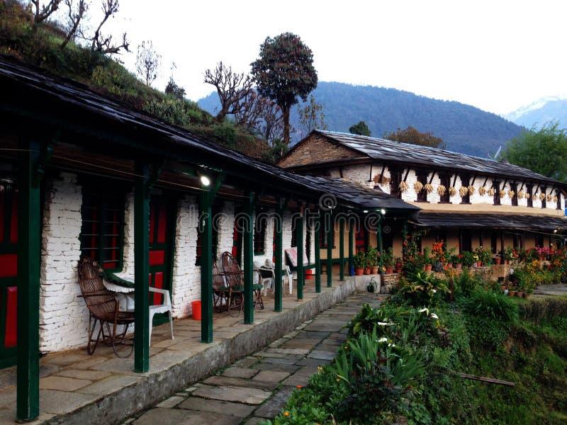 Häuschen auf den Bergen von Nepal lizenzfreies stockfoto
