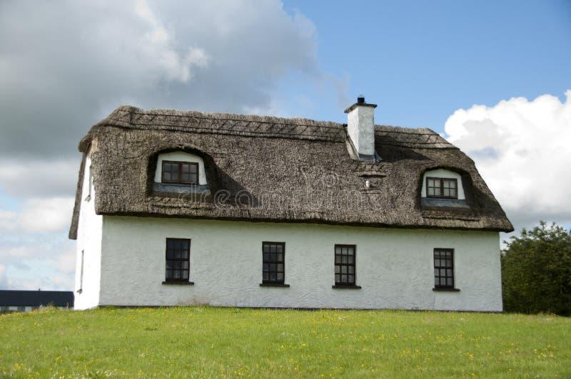 Download Häuschen Irlandés stockfoto. Bild von feiertage, typisch - 26371834