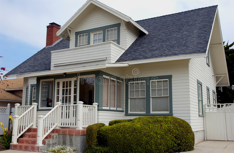 Häuschen mit Ziegelstein-Treppen lizenzfreie stockbilder