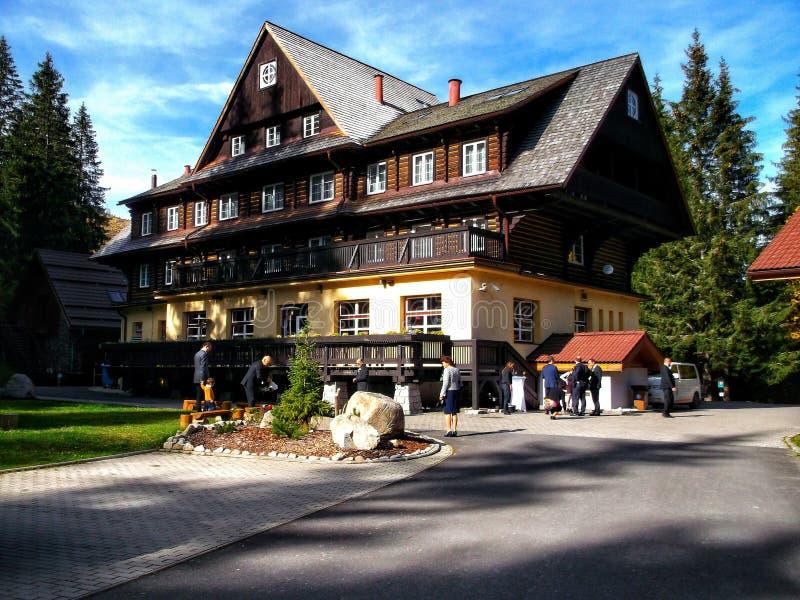 Häuschen in niedrigem Tatras-Skiort Jasna Slovakia lizenzfreie stockbilder